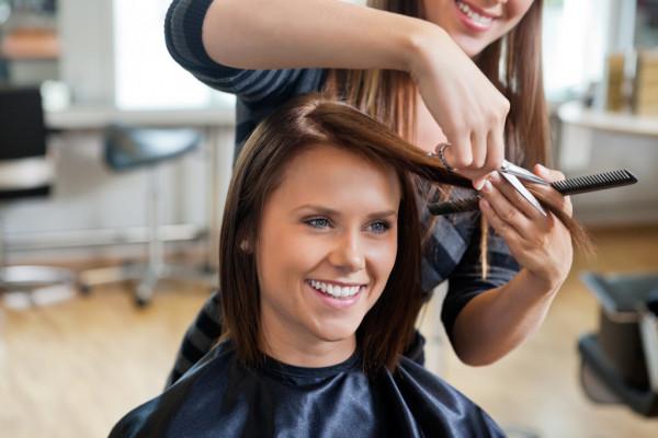 Stylizacja włosów: Rzeczy, o których warto pomyśleć przed fryzurą ślubną